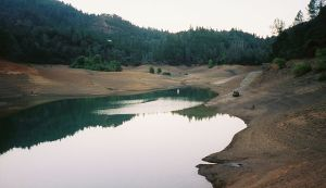 640px-Shasta_Lake_low