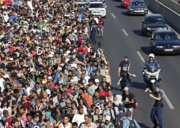Syrians marching from Budapest to Austria